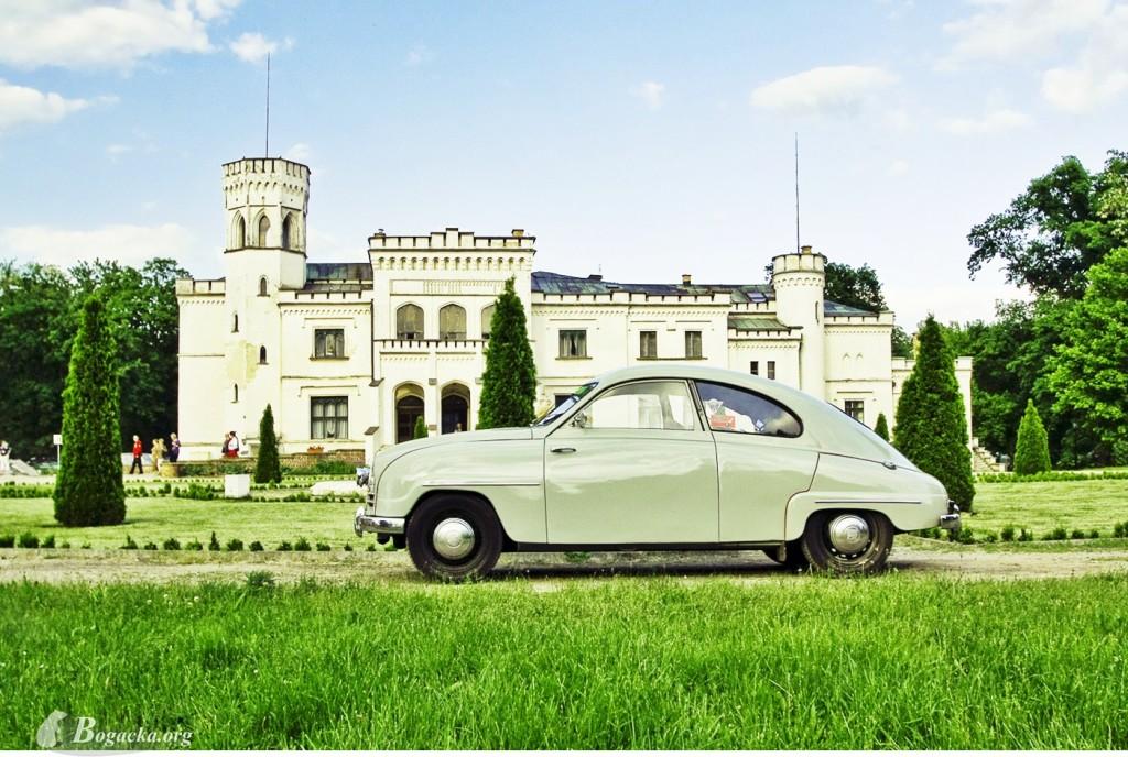 A tak wygląda mój Saab w całej okazałości - tu akurat na tle pałacu w Wielkopolsce